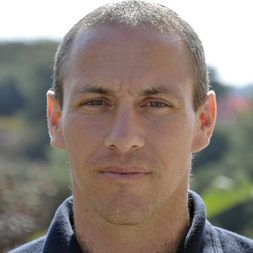 חילי טרופר, איש חינוך ופעיל חברתי מרצה בנושא חינוך