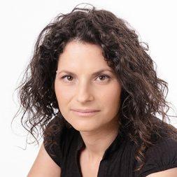 סיון קלינגבייל עיתונאית כלכלית המרצה בנושאי שיווק ואסטרטגיה
